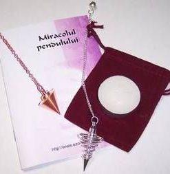Pendul metalic pe lantisor argintiu - model deosebit!